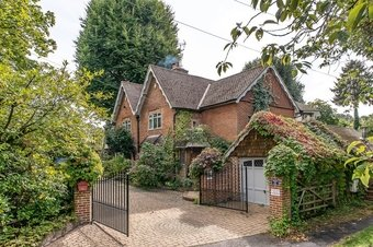 5 Bedroom house Sale Agreed, Old Lane, Cobham, KT11