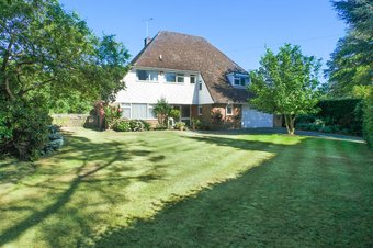 4 Bedroom house Sale Agreed, Oxshott Rise, Cobham, KT11