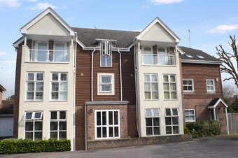 2 Bedroom apartment For Sale, Pendenza, Cobham, KT11