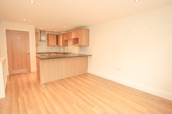 2 Bedroom apartment For Sale, Poplar Road, Hinchley Wood, KT10