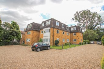 2 Bedroom apartment For Sale, Portsmouth Road, Thames Ditton, KT7