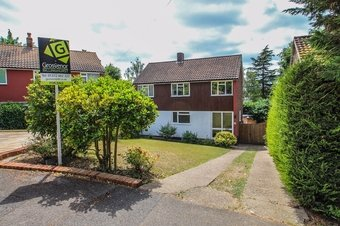 4 Bedroom house For Sale, Raymond Way, Claygate, KT10
