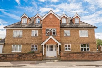 2 Bedroom apartment For Sale, Riverview Gardens, Cobham, KT11