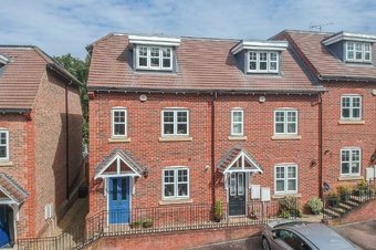 4 Bedroom house Sold, Rythe Close, Claygate, KT10