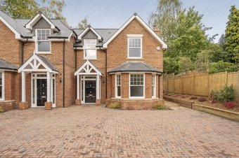 4 Bedroom house For Sale, Sandy Lane, Cobham, KT11