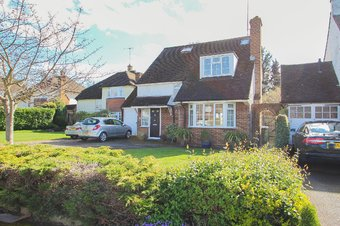 4 Bedroom house For Sale, Severn Drive , Hinchley Wood, KT10