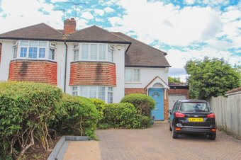 3 Bedroom house For Sale, Severn Drive, Hinchley Wood, KT10