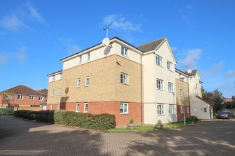 2 Bedroom apartment For Sale, Sherriff Close, Esher, KT10