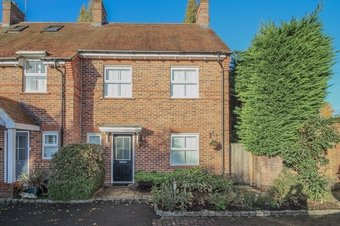 4 Bedroom house For Sale, The Gallops, Esher, KT10