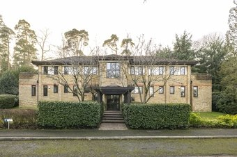 3 Bedroom apartment Sale Agreed, The Warren, Oxshott, KT22