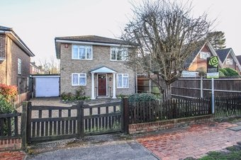 4 Bedroom house Under Offer, Torrington Road, Claygate, KT10