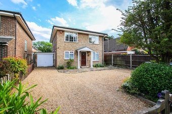 4 Bedroom house Sale Agreed, Torrington Road, Claygate, KT10
