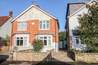3 Bedroom house For Sale, Vale Road, Claygate, KT10