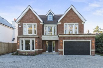 5 Bedroom house Under Offer, Water Lane, Cobham, KT11