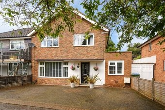 3 Bedroom house Under Offer, Waverley Road, Oxshott, KT22