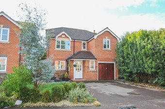 4 Bedroom house For Sale, Woodfield Road, Thames Ditton, KT7