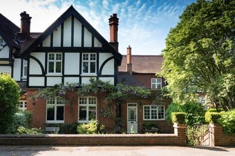4 Bedroom house For Sale, Wrens Hill, Oxshott, KT22
