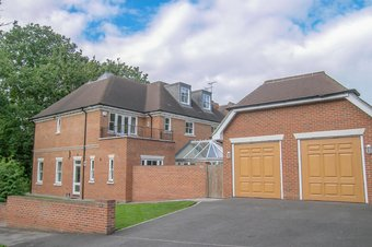 6 Bedroom house To Let, 22 Links Green Way, Cobham, KT11