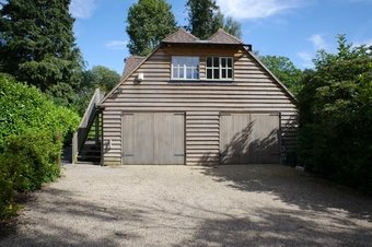 1 Bedroom Annexe To Let, 33 Leigh Hill Road, Cobham, KT11