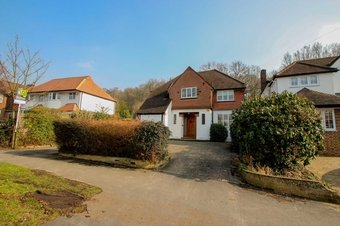 4 Bedroom house To Let, 49 Manor Road South, KT10