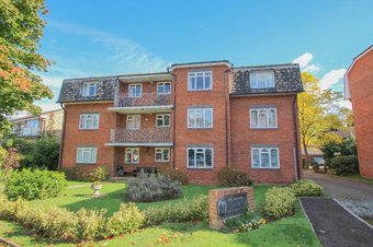 1 Bedroom apartment Let Agreed, Albany Crescent, Claygate, KT10