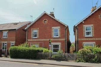 2 Bedroom house To Let, Anyards Road, Cobham, KT11