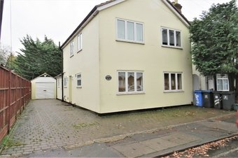 6 Bedroom house Let Agreed, Arnold Road, Woking, GU21
