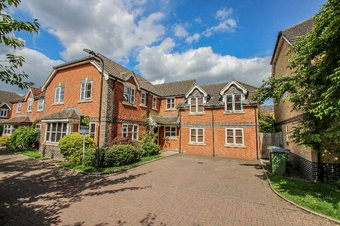 5 Bedroom house Let Agreed, Bourne Close, Thames Ditton, KT7