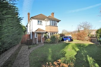 4 Bedroom house To Let, Chesterfield Drive, Hinchley Wood, KT10