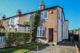 2 Bedroom house To Let, Common Road, Claygate, KT10