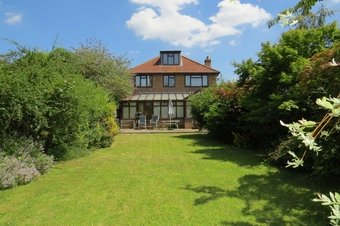 4 Bedroom house Let Agreed, Esher Road, East Molesey, KT8