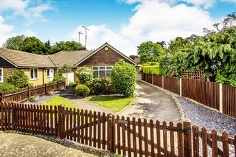 4 Bedroom bungalow To Let, Farm View, Cobham, KT11
