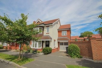 4 Bedroom house Let Agreed, Hengest Avenue, Hinchley Wood, KT10