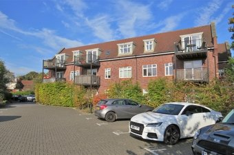 2 Bedroom apartment Let Agreed, High Road, KT14
