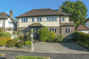 5 Bedroom house Let Agreed, Hillcrest Gardens, Hinchley Wood, KT10