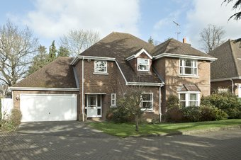 4 Bedroom house Let Agreed, Howitts Close, Esher, KT10