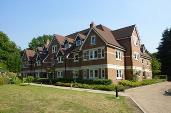 3 Bedroom apartment To Let, Lakewood House, Esher, KT10