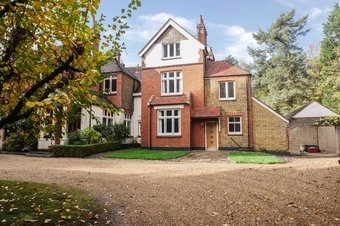 5 Bedroom house To Let, Lingwood, Cobham, KT11