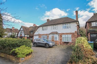 5 Bedroom house Let Agreed, Manor Road South, Hinchley Wood, KT10