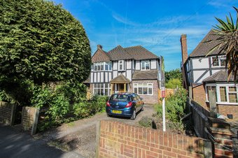 4 Bedroom house Let Agreed, Manor Road South, Hinchley Wood, KT10