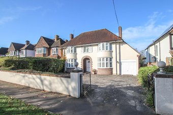 4 Bedroom house Let Agreed, Manor Road South, KT10
