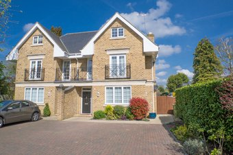 5 Bedroom house Let Agreed, Milbourne Lane, Esher, KT10
