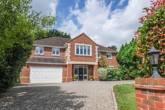5 Bedroom house To Let, Oak Road, Cobham, KT11