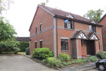 1 Bedroom house Let Agreed, Oriental Road, Woking, GU22