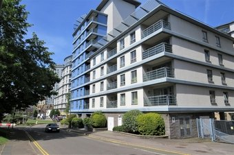 2 Bedroom apartment Let Agreed, Oriental Road, Woking, GU22