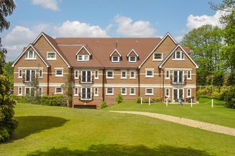 Property Results to let 5 Lakewood House Grosvenor Billinghurst