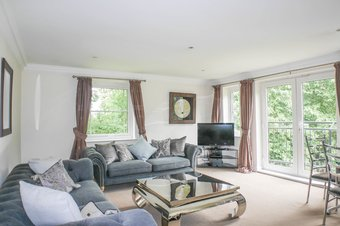 2 Bedroom apartment To Let, Portsmouth Road, Cobham, KT10