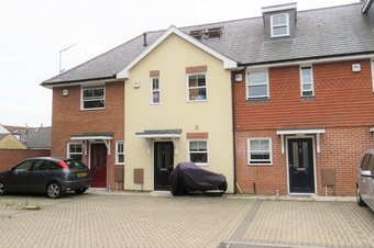 3 Bedroom house To Let, Queens Road, GU14