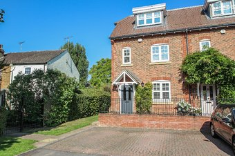 4 Bedroom house Let Agreed, Rythe Close, Claygate, KT10