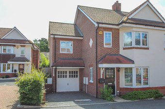 4 Bedroom house Let Agreed, Soprano Way, Hinchley Wood, KT10